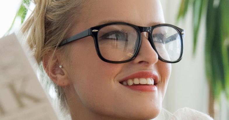 دختران عینکی چگونه چشمهای خود را آرایش کنند؟