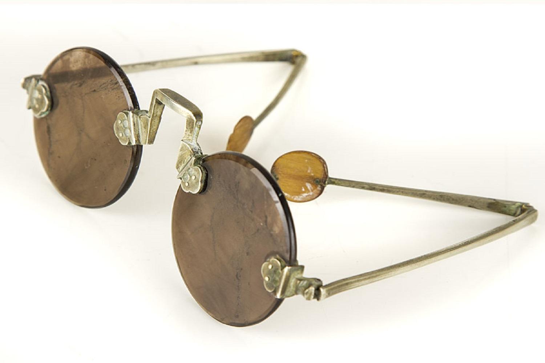 با تاریخچه و تحولات شکلیافته در عینک دودی بیشتر آشنا شوید