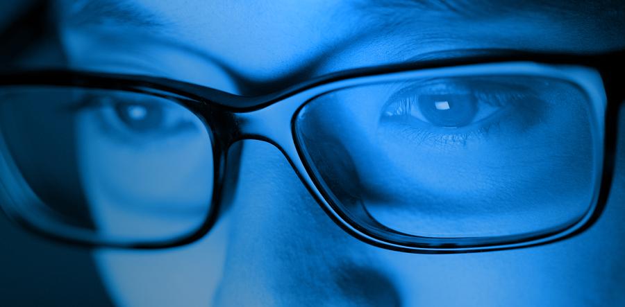 آیا «نور آبی» سبب آسیب دیدن چشم ها می شود؟