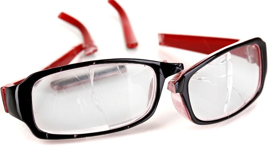 ۱۰ دلیل قانعکننده برای اینکه به سراغ عینکهای ارزانقیمت نروید