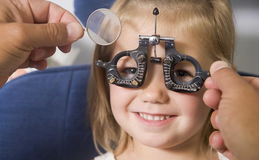 عدسی پلیکربناتی بهترین انتخاب برای عینک طبی کودکان است