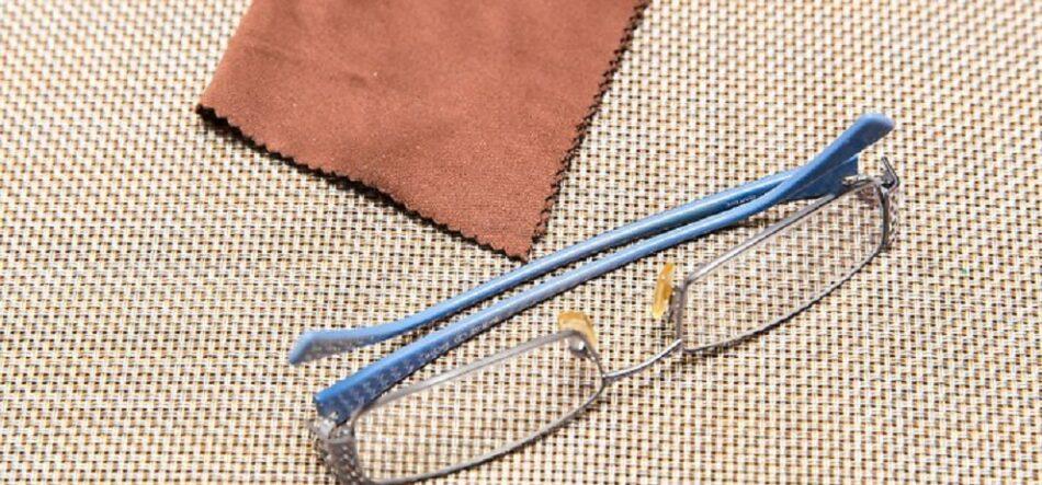 راهنمای تمیز کردن شیشه عینک طبی