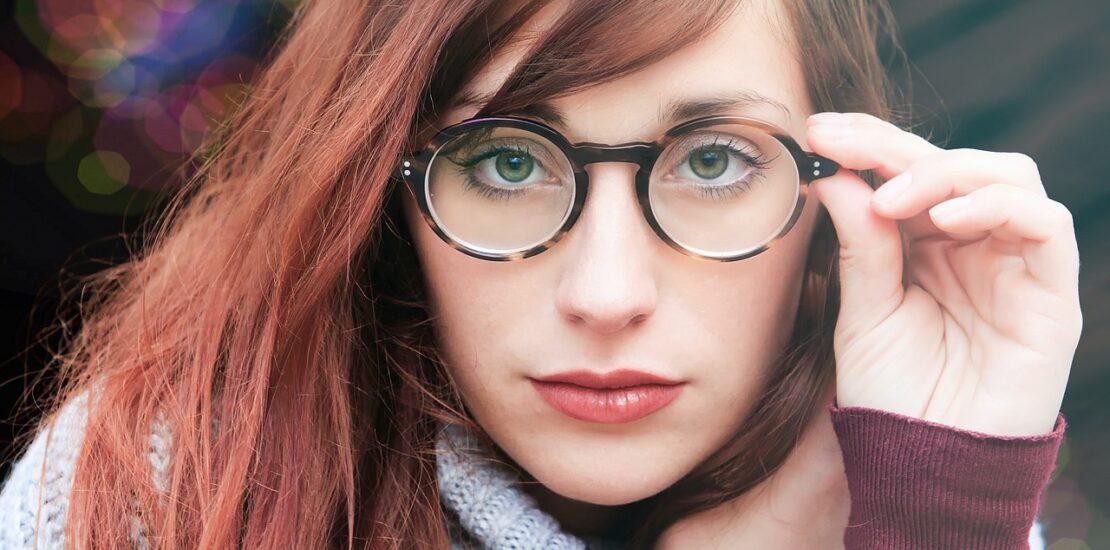 روشهای تنظیم فریم پلاستیکی عینک طبی در خانه