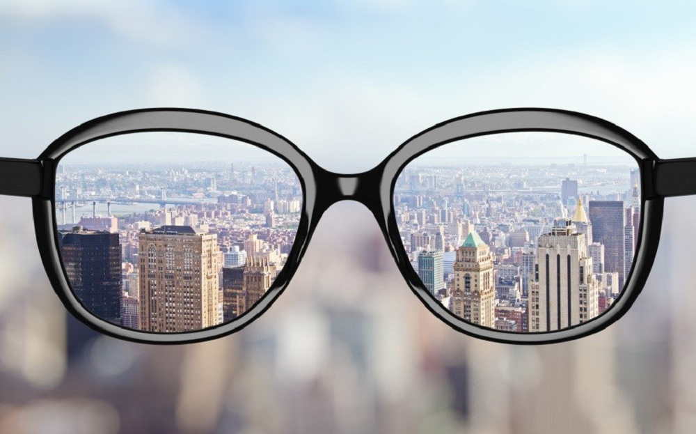 راهنمای انتخاب بهترین عدسی برای عینک طبی