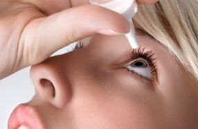بهترین محلول لنز برای چشم های حساس چیست؟ معرفی انواع مختلف مایع لنز