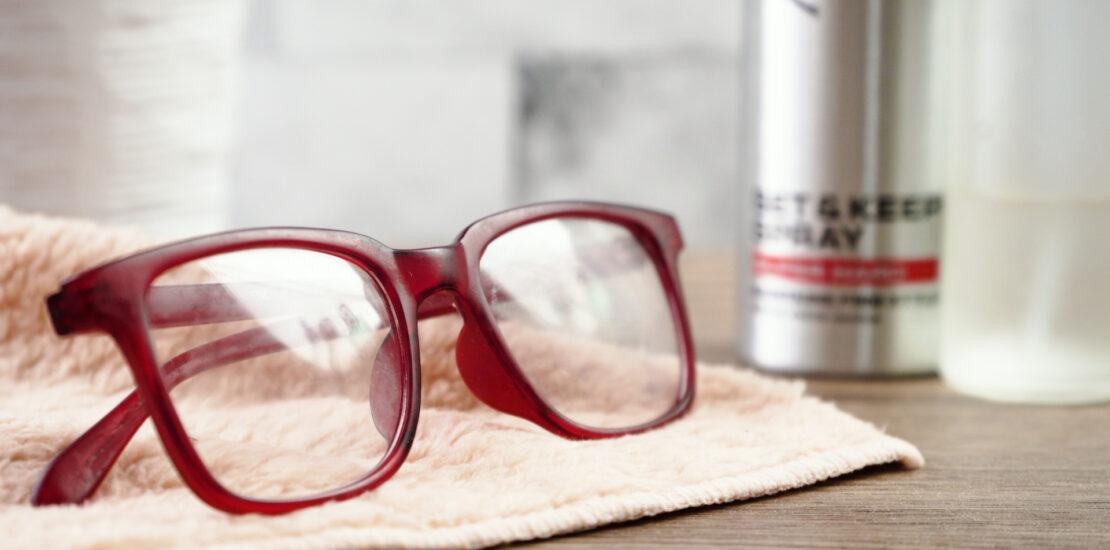 چرا شیشه عینک چرب میشود و چگونه میتوان این مشکل را برطرف کرد؟