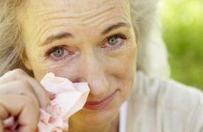 حساسیت چشم در پاییز چه نشانههایی دارد و چگونه درمان میشود؟