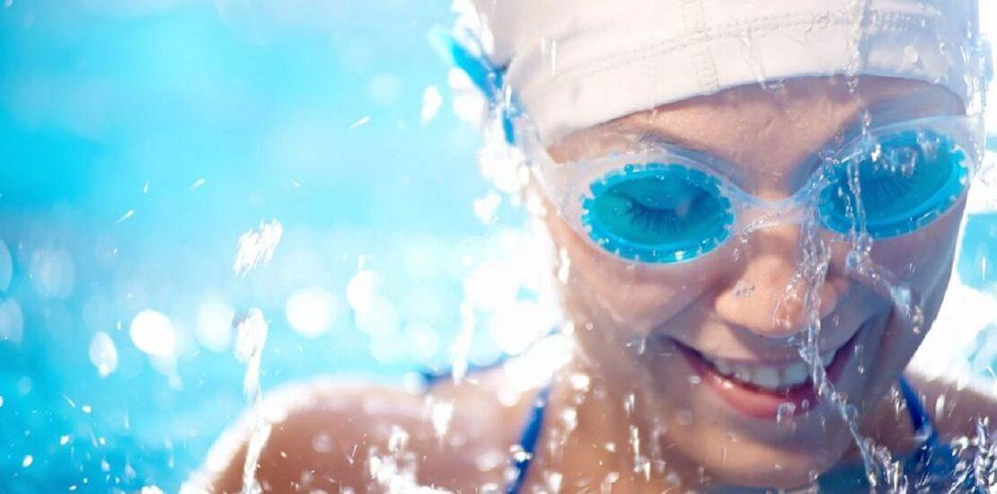 آیا شنا میتواند به سلامت چشم ها آسیب برساند؟