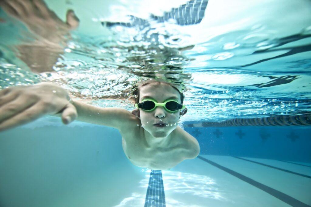 شنا و سلامت چشم