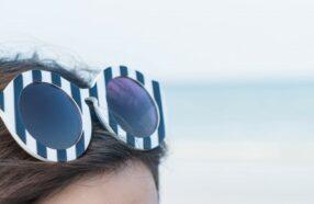چرا قرار دادن عینک آفتابی بالای سر اشتباه است؟