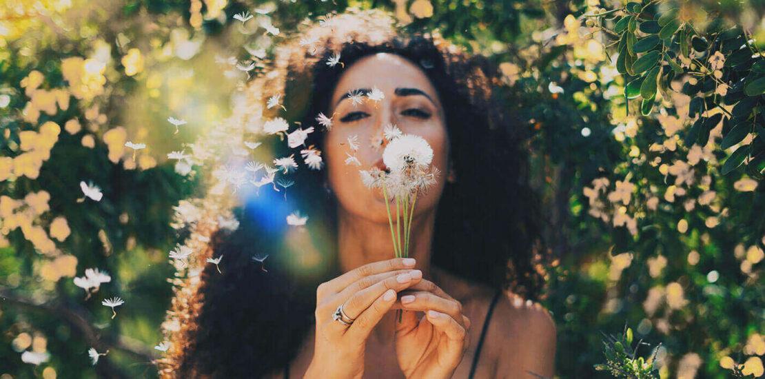 ۵ راهکار برای استفاده از لنز چشم در بهار؛ ملکه حساسیتهای فصلی