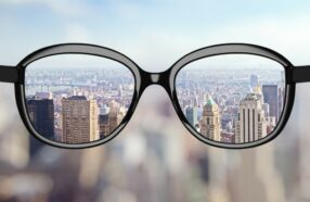 آیا با عینک طبی میتوان از چشم در برابر اشعه های مضر خورشید محافظت کرد؟