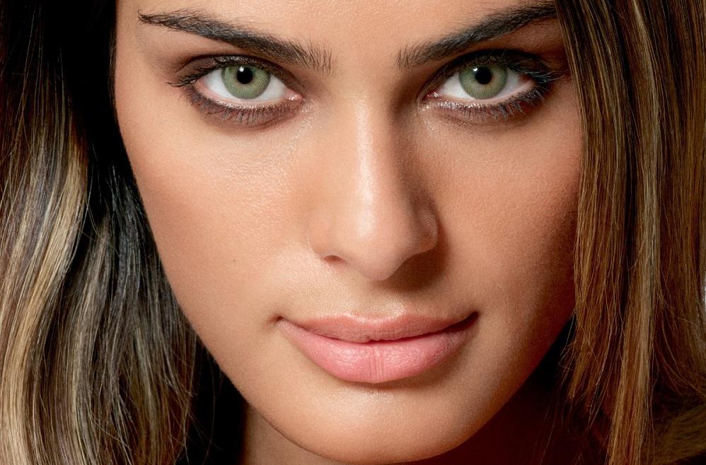 لنز رنگی برای پوست سبزه