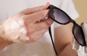 چگونه خط و خش شیشه عینک آفتابی را خودمان در خانه از بین ببریم؟