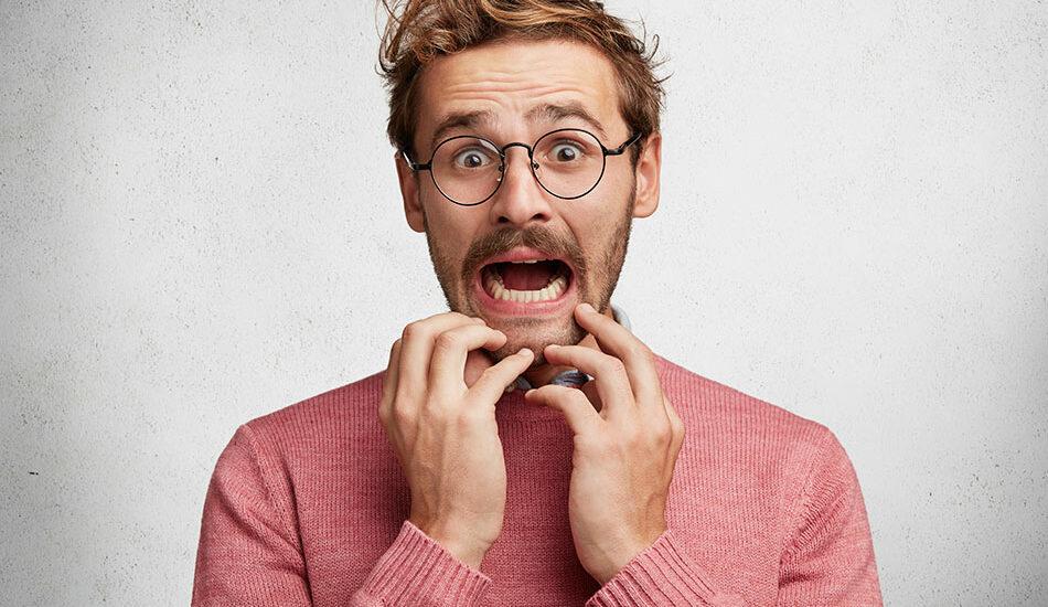 از گذاشتن لنز میترسید؟ با این ۵ ترفند به ترس خود غلبه کنید