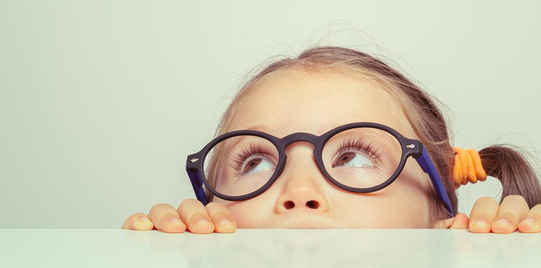 ۹ مدل عینک طبی بچه گانه که امسال مد هستند