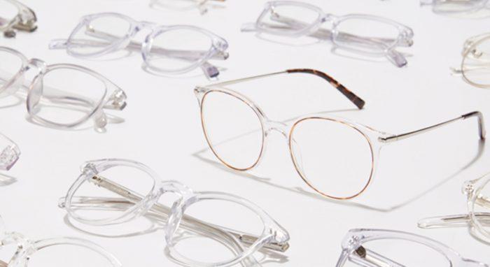عینک با فریم شفاف