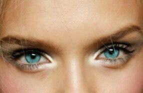 ۱۰ مدل آرایش چشم برای لنز آبی (آموزش تصویری)