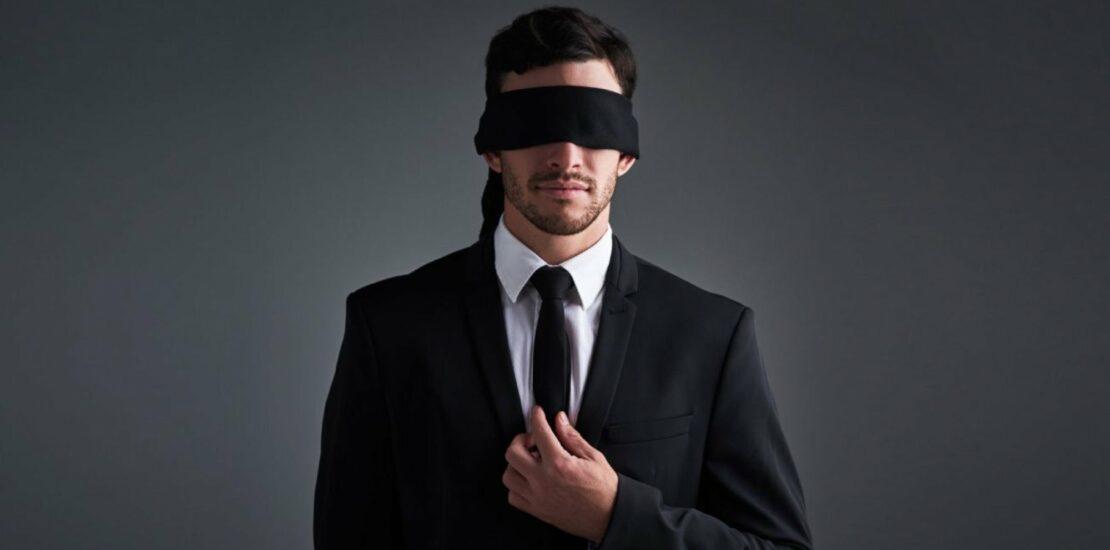 لنز بلک پوپیل برای بهبود ظاهری چشم نابینایان و کسانی که کدورت عنبیه دارند