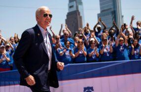 جو بایدن، نامزد حزب دموکرات آمریکا همیشه عینک آفتابی خلبانی به چشم دارد