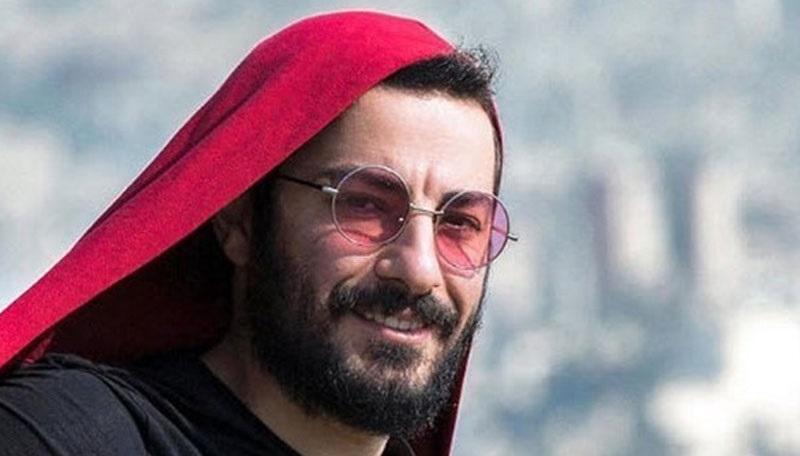 نوید محمدزاده از چه مدل عینکی استفاده میکند؟